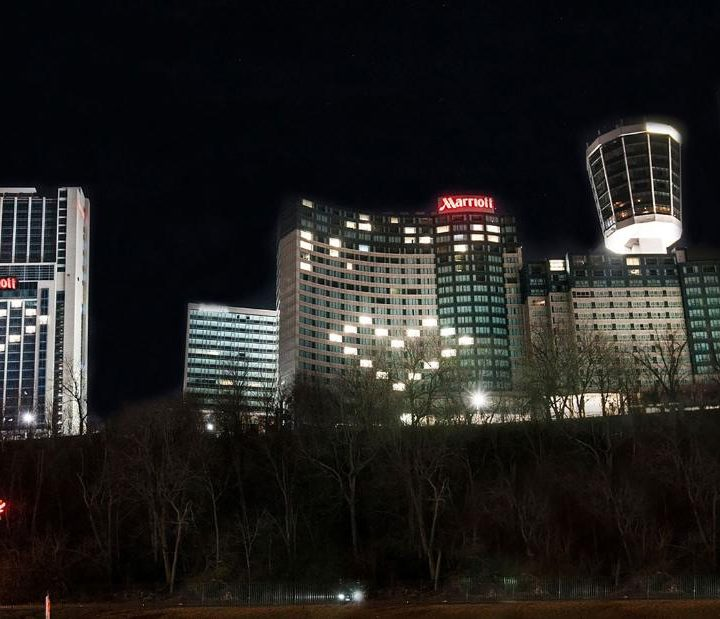 Niagara Falls: Hotels are lighting up with hearts in solidarity with communities affected by coronavirus