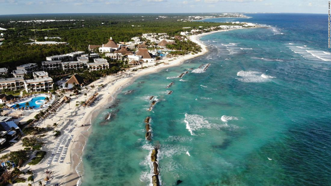 Mexico tries to balance pandemic response with tourism needs